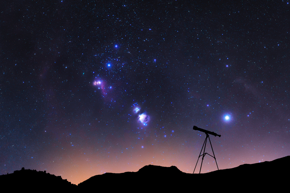 Silhouette,Of,A,Telescope,At,The,Starry,Night,And,With